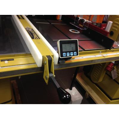 Цифровая индикация ширины распила для направляющих длиной 920 мм (36')
